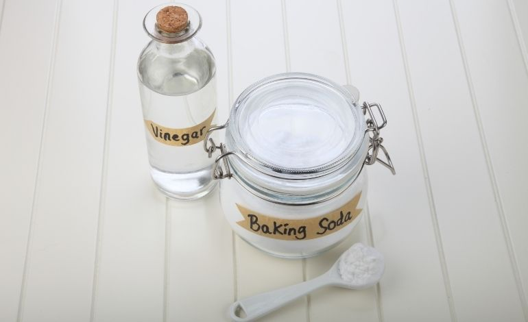 baking soda and vinegar for oven clean
